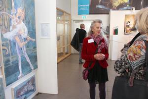 Eva Bernholm, konstnär, har ursprung i  Rättvik. Helst målar hon vardagsföremål.