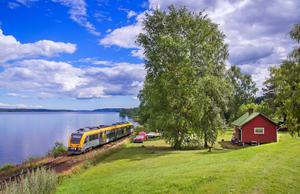 På väg från Karlstad till Sunne. Sjön Mellan-Fryken syns till vänster. Foto: Frederik Tellerup