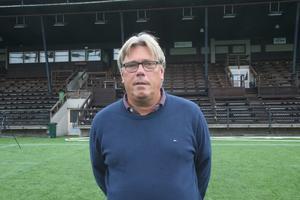 Den meriterade tränarprofilen Pelle Olsson är den som ska leda Niclas Håkanssons nya klubb upp i Superettan.