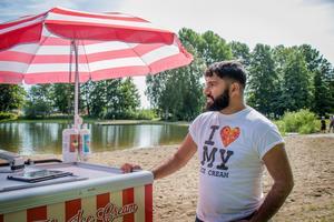– Det är lite mer folk, fräschare och rinnande vatten nu. Men allt det där vattnet från Svartån gör att vattnet aldrig blir varmt, säger Mohammad Arvan.