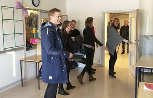 I december 2016 besökte utbildningsminister Gustav Fridolin (MP) Eneskolan. Med under rundvandringen var bland andra Järna kommundelsnämnds ordförande Hanna Klingborg (MP), LT:s politiske redaktör Tomas Karlsson, kommunstyrelsens ordförande Boel Godner (S) och skolans dåvarande rektor Camilla Simonsson.