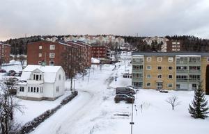 Från höghuset är det bara några minuters promenad till Timrå centrum.
