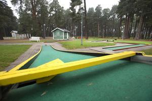 Minigolfbanorna har stängt för säsongen men har öppet i helgen för en beställning.