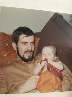 – Att min pappa dog när jag var tio har påverkat mig väldigt mycket genom livet. Det var en oerhört stor sorg för mig, berättar Nina Wahlin.