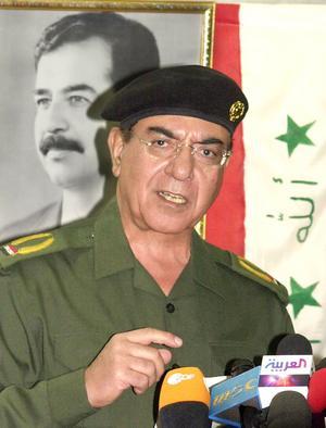 Iraks före detta informationsminister Mohammed Saeed al-Sahhaf även kallad Bagdad Bob. Sverige har sin motsvarighet i Jan Eliasson, menar Rune Östberg. Bild: Samir Mizban/AP Photo/TT.