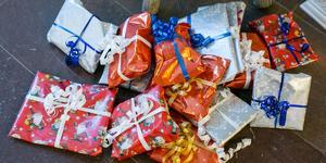 Julklappspengen togs bort av P7, påpekar insändarskribenterna som ett exempel på inbesparingar som drabbar unga. (Arkivfoto: Ingemar Reslegård)