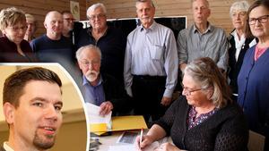 En inofficiell träff samlade kring ett dussin av ledamöterna i kommunens råd.