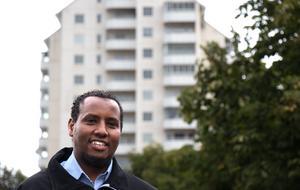 Abdullahi Abukar kämpar för sitt älskade Vivalla. Han vill lyfta fram de goda exemplen och de riktiga förebilderna.