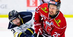 Marcus Weinstock avfärdar uppgifter om att han ska lägga av och bli juniortränare. 35-åringen är sugen på en säsong till som spelare, men har ännu inte fått något besked från Örebro Hockey. Bild: Johan Bernström