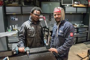 Yonas Beyene och Tumzghi Kebedom kom till Sverige från Eritrea för fem år sedan. Efter att ha utbildat sig på Yrkesakademin i Ludvika praktiserar de nu hos Pulka Panorama. När praktiken är slut övergår den i en anställning.