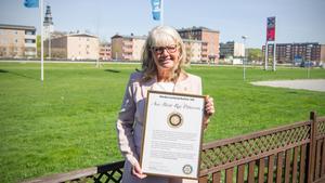 Journalisten Ann-Britt Ryd Pettersson fick förra året en hedersutmärkelse av Köping-Scheele Rotaryklubb. Hon fick även ett hederspris vid Kristallen-galan samma år för sin långa och banbrytande gärning vid SVT.