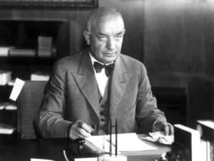 Statsminister Per Albin Hansson hade bara dåliga valmöjligheter under Andra världskriget. Bild: TT