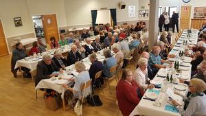 Festlokalen fylldes med cirka 100  gäster när PRO Hede-Vemdalen firade 60 år. Foto: Åke Nilsson