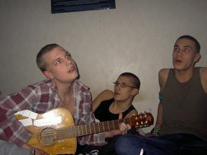 Johnny Svärdefalk, Sebastian Wennlund och Tobias Bellman då det begav sig. LG2S hade ett telefonnummer utsatt på hemsidan under rubriken