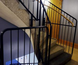 Initiativet huskurage manar grannar att vara uppmärksamma och ingripa om man misstänker att någon i en trapphus eller grannskap misshandlas. Foto:  Hasse Holmberg/TT