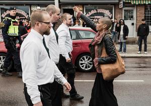 Fotot av Tess Asplunds motstånd fick priset Årets bild 2017. Bild: David Lagerlöf