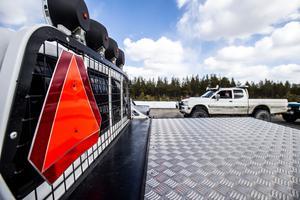 Skrämmande och beklämmande, anser insändarskribenten om 15-åringar bakom ratten i tunga fordon ombyggda till A-traktorer.