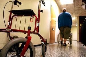 Till äldrevården söks redan många vikarier. Men flera av Västmanlands kommuner är sena med att söka sommarjobbare.