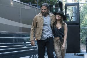 Lady Gaga var årets sensation. Tillsammans med regidebuterande Bradley Cooper skapade hon äkta filmmagi i