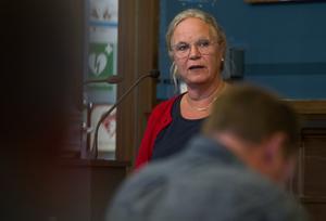 Maria Lind (S) är gruppledare. Det är hennes uppgift att kontakta de folkvalda politikerna i kommunfullmäktige.