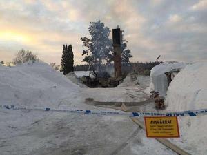 Sent på kvällen den 4 februari började en villa brinna i Vattjom utanför Sundsvall. Räddningstjänsten kämpade för att försöka släcka branden – men villan gick inte att rädda.