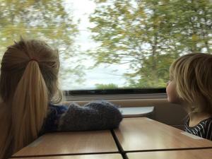 Att tåget är långsammare än flyget, och dessutom ofta kostar mer, innebär att den tvingar fram mer semestertid, vilket är en god sak i sig. Foto: David Jonstad