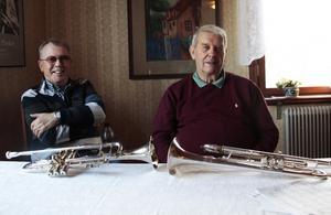 Göte och Ove säger att de  halkade in på musiken på ett bananskal . Nu kan de inte tänka sig en bättre fritidssysselsättning.