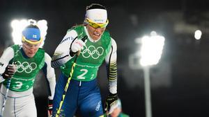 Charlotte Kalla var urstark och såg tillsammans med Anna Haag, Ebba Andersson och Stina Nilsson till att fixa ett OS-silver. Bild: Joel Marklund/Bildbyrån.