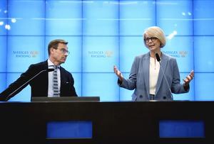 Moderaternas partiledare Ulf Kristersson (KD) och Elisabeth Svantesson, ekonomisk-politiska talesperson, (M) presenterade partiets budgetmotion den 29 april. Foto: Pontus Lundahl / TT