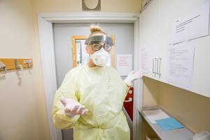 Genrebild. Nattpatrullen i Ludvika kommun har inte tillgång till vare sig skyddskläder, andningsskydd eller masker, skriver C. Carlesen.