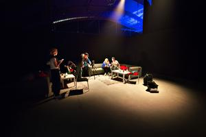 I green room bakom scenen gick intervjun av stapeln.