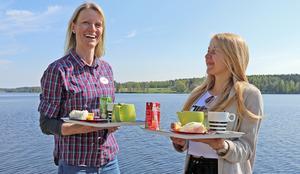 Noraglass drev Alntorps ö i somras, här laddar Lena Kadesjö och Jessica Pelmas inför att ta emot alla besökare på ön.