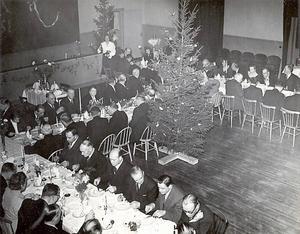 Julbord för Häverö kommunfullmäktige 1951.  Foto: Okänd/Norrtälje stadsarkiv