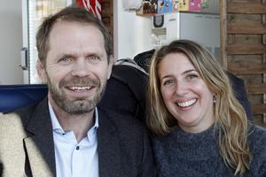 Svante Jernberg VD och Görel Hällkvist, affärsutvecklingschef är stolta över att husen nominerats till Årets bygge.
