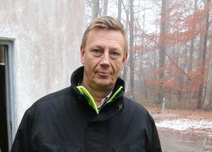 Mats Turesson, teknisk chef i Lekebergs kommun berättar att ett antal vattentankar placerats ut i Fjugesta. Han hoppas också att vattnet ska vara drickbart på fredag igen.