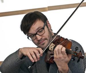 I kväll spelar Daniel Migdal Tjajkovskijs violinkonsert, en av de allra mest kända violinkonserterna.