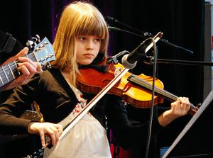 Trettondagsjazzens yngsta deltagare är Elsa Pettersson, hon är tretton år gammal. Bild: Kenneth Björklund