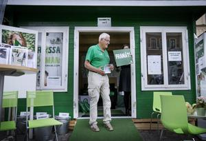 Börje Gustafsson vid Centerpartiets gröna valstuga.
