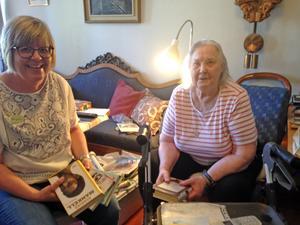 Birgitta Matsson på hembesök hos Ingrid Monie. FOTO:Arvid Nordin