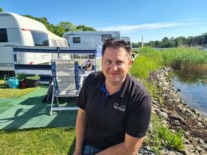 Dragsö camping erbjuder aktiviteter varje dag och har en egen Kids Club för barn i olika åldrar. David Berg är son i ägarfamiljen och driver sedan 1980 campingen.