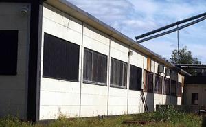 Meningen är att bygga om gamla fönsterfabriken, som nu står tom, till en fotbolls- eller aktivitetshall. En satsning i storleksordningen 15–20 miljoner.