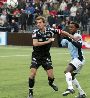 Joel Riddez i ÖSK-tröjan under en match mot Gefle säsongen 2007.