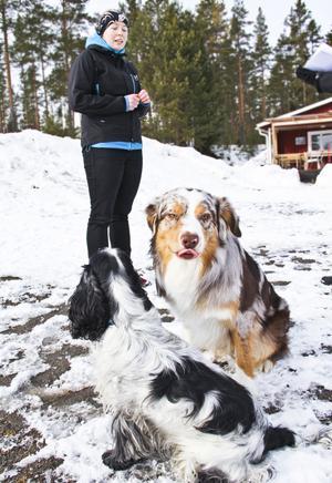 Lisa Sandström berättar att skottövningarna är till för att visa att hundarna är mentalt stabila.