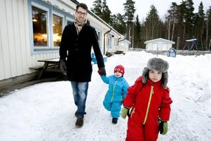 MATS, 43. Mats Westin tar bilen till jobbet på Ericsson. Efter jobbet hämtar han Viggo och Love på dagis och vissa dagar skjutsar han därefter Axel till hockeyträningen. Han får ihop runt 5 000 steg om dagen.
