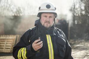 Mattias Falkenström arbetar på Holmens pappersbruk och är beredskapsbrandman i Hallstavik.