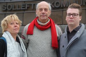 Ulf Breitholtz (V) (mitten) med företrädare för resten av majoriteten, Birgitta Häggqvist (VI) och Johan Andersson (C).