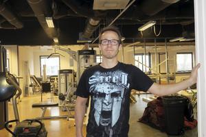Oscar Palm, som driver Forma gym i Hallsberg, menar att det inte är oproblematiskt att ha ett gym obemannat. Arkivfoto: Katarina Hanslep.