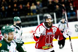 Det väldiga skägget. Emil Kåberg i Örebros tröja i en allsvensk match mot Tingsryd.