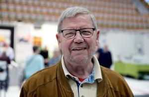 Sven-Erik Malmström, 79, pensionär, Bergsjö: – Asfaltera gräsmattan.