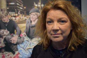 Elisabeth Ohlson Wallin skapade debatt med sin utställning Ecce Homo 1998, som kritiserades av tunga namn i samhällsdebatten. Homovärlden har blivit mer accepterad idag,  men transpersoner är fortfarande oerhört utsatta, menar hon.